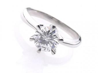 縦爪のダイヤモンドリング